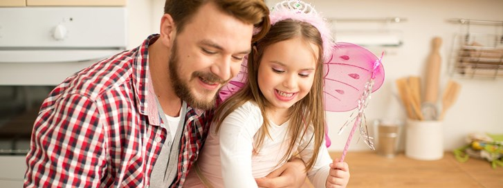 Man enjoys free time with his daughter after consolidating debt with a personal loan